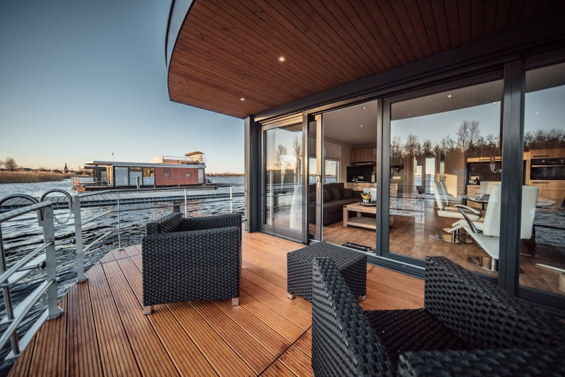 hausboot seapearl mieten gro er goitzschesee sachsen. Black Bedroom Furniture Sets. Home Design Ideas
